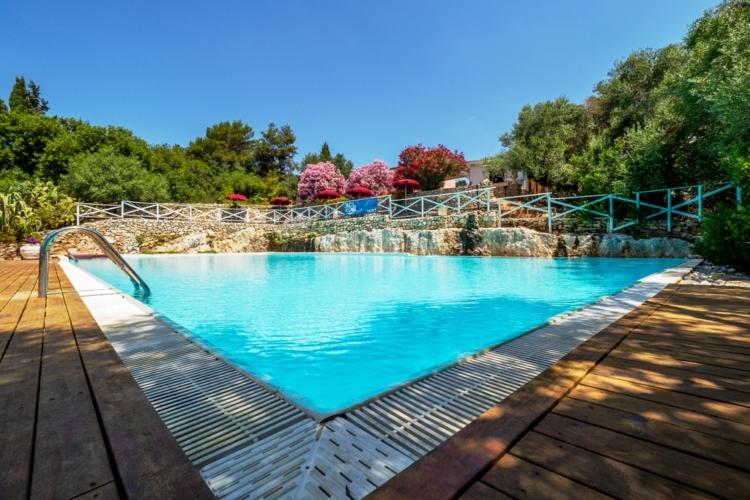 piscina-masseria-rottacapozza-macchia-mediterranea-750x500